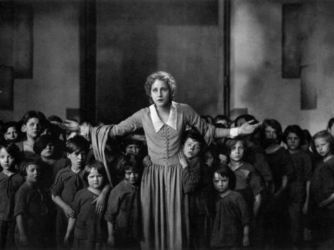 "Maria and the children of the poor - ""Metropolis"" (1927)"