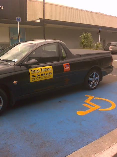 towtruck parked blocking disability carpark - kilbirnie wellington - 7 April 2015 (4)